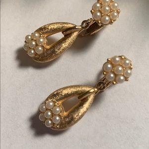 💕New Inventory 💕Vintage Trifari Earrings